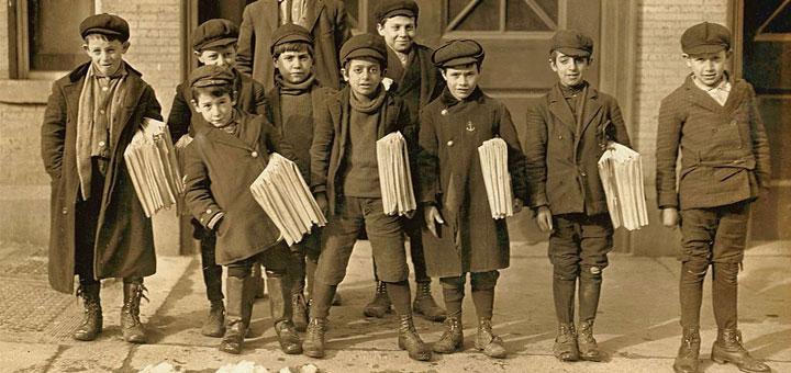 eitungsjungen in Hartford, Connecticut, 1909 von Unbekannt [Public domain], via Wikimedia Commons