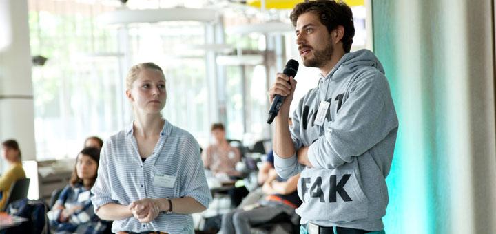 Frage aus dem Publikum von Daniel Bröckerhoff (Zapp) Bild: Caroline Zenker, VOCER