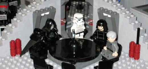 """Lego Star Wars - Set 10188 Death Star (6884959175)"" von InSapphoWeTrust from Los Angeles, California, USA - Lego Star Wars - Set 10188 Death StarUploaded by russavia. Lizenziert unter CC BY-SA 2.0 über Wikimedia Commons - http://commons.wikimedia.org/wiki/File:Lego_Star_Wars_-_Set_10188_Death_Star_(6884959175).jpg#mediaviewer/File:Lego_Star_Wars_-_Set_10188_Death_Star_(6884959175).jpg"